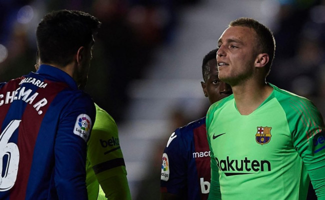 80252e44974d9 VIDEO: To muselo bolieť! Hráči Barcelony a ich synchronizované skoky ...